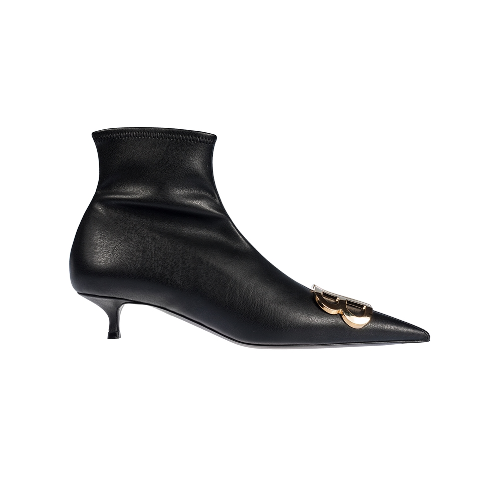 Ankle boots.. | 591092W19N11088