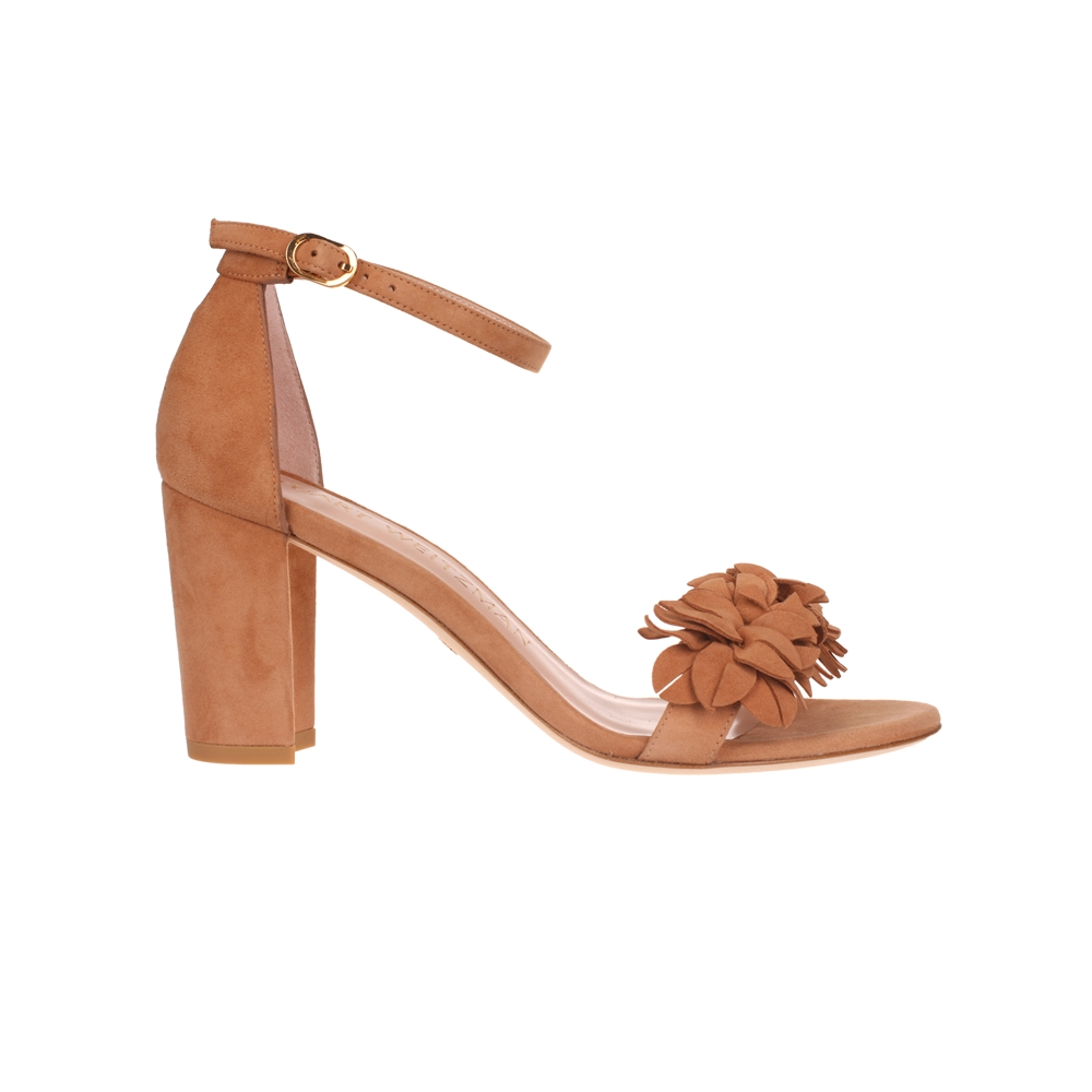 With Heel. | NEARLYNUDEFLOWERTAN