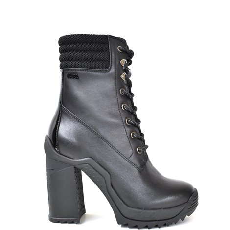 black leather voyage iii ankle boots