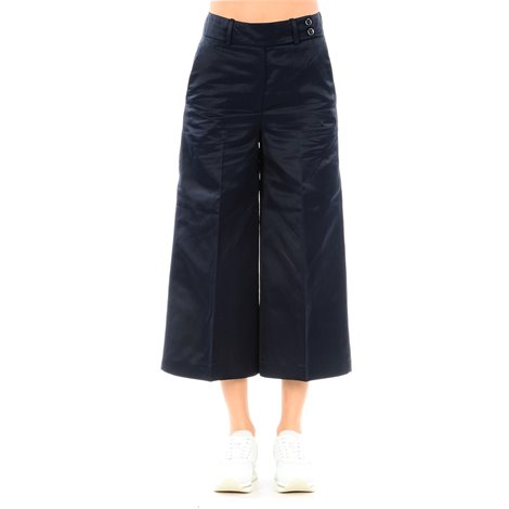 dark blue cropped trousers